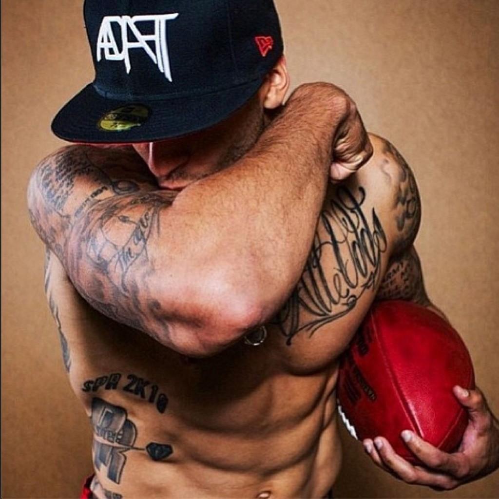 colin-kaepernick-shirtless-biceps
